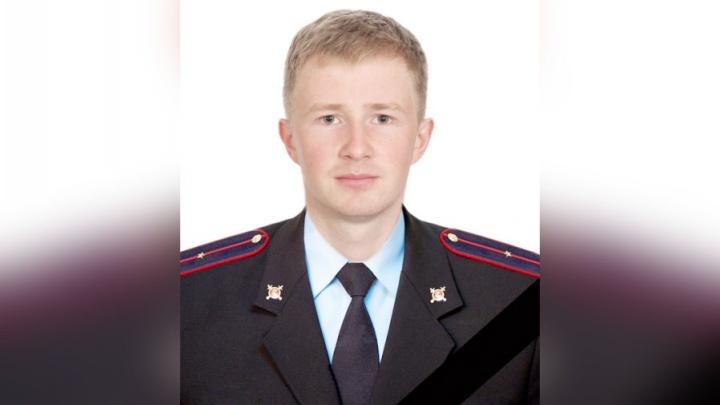 С почестями: на похороны инспектора ГИБДД, сбитого нарушителем, прибыл генерал Сергеев