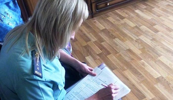 В Самарской области горе-мать лишили мобильной связи из-за долга перед ребёнком