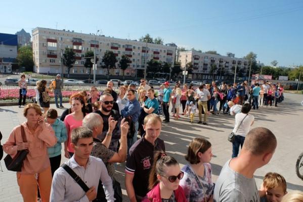 С утра на улице Ленина собрались участники марафона