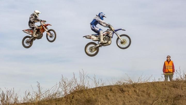 Мотоциклисты покажут мастерство разворотов в небе над Волгоградом