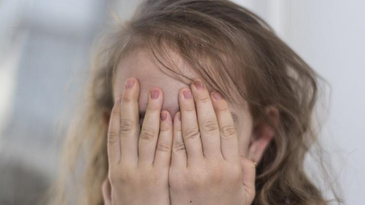 Ростовчанку, сбросившую дочь со второго этажа, направили на принудительное лечение