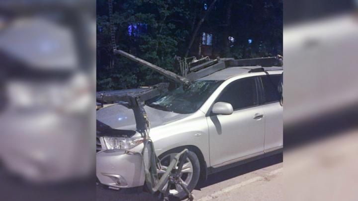 «Это не страховой случай, придется обращаться в суд»: в Перми эвакуатор повредил дорогой внедорожник
