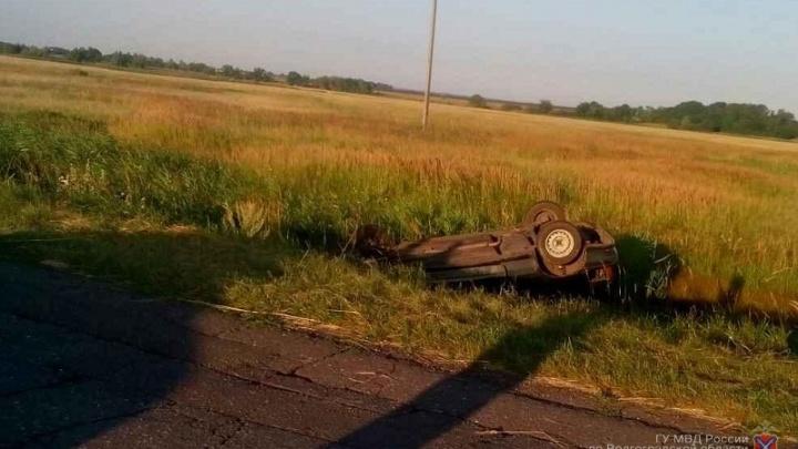 Под Волгоградом водитель «Лады» погиб, вылетев в кювет при обгоне
