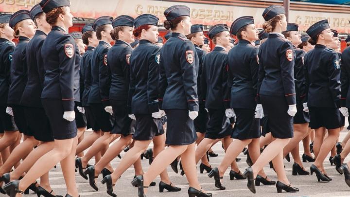 Ножки парада: любуемся красавицами в форме, которые маршировали по центральным улицам Тюмени