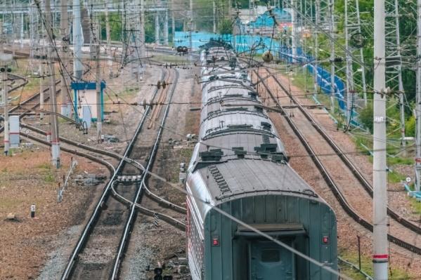 Из-за происшествия движение поездов ненадолго остановили