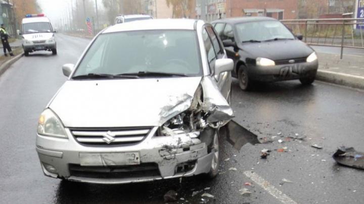 В Архангельске три человека пострадали в автомобильной аварии на Ленинградском проспекте