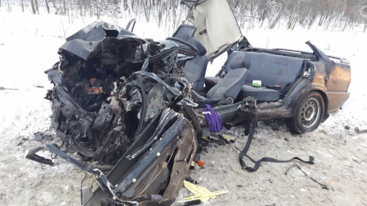Срезали крышу: на трассе Самара-Бугуруслан ВАЗ угодил под грузовик