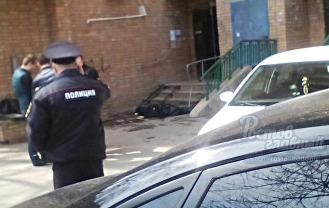На улице Зорге из окна многоэтажного дома выпал мужчина