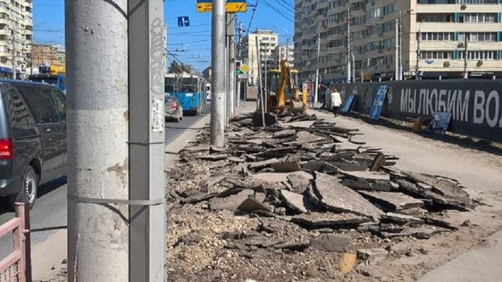 На предмостной площади в центре Волгограда асфальт заменят на тротуарную плитку