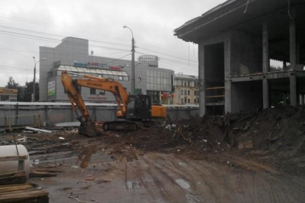 Демонтажным работам мешают частые дожди