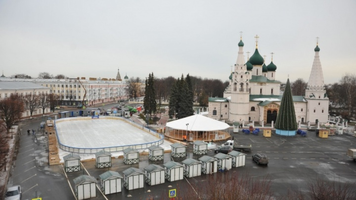 На Советской площади поставили резиденцию Деда Мороза: как туда попасть