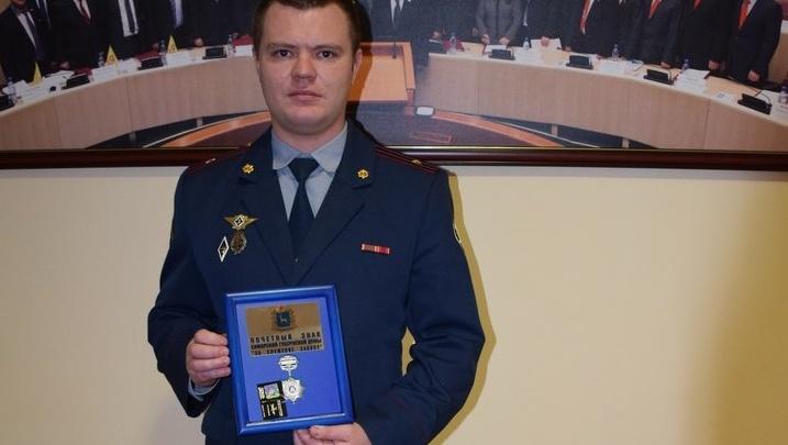 В Самаре наградили сотрудника ФСИН, спасшего бабушку и внука в парке Гагарина