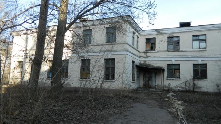 Волгоградские сталкеры заглянули за забор умирающего Дома культуры