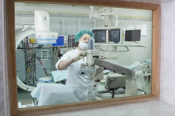 Таких сложных операций стало больше по профилям: «сердечно-сосудистая хирургия», «травматология» и «онкология»