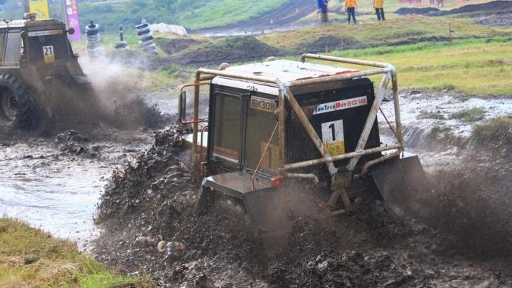 Драйв и бездорожье: гонки на тракторах стартуют под Ростовом