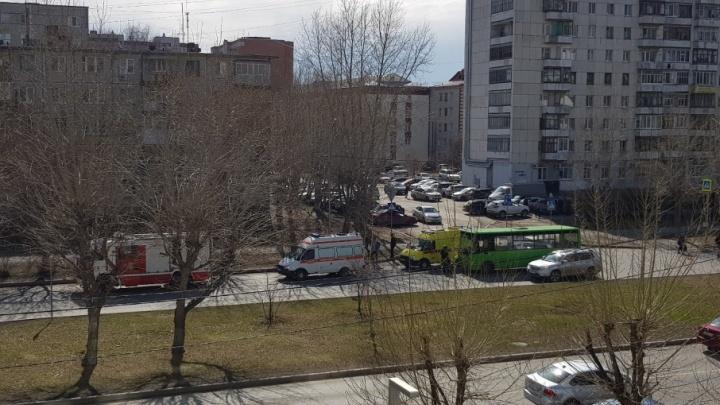 18-летнего тюменца, сбитого маршруткой, увезли в больницу с переломом