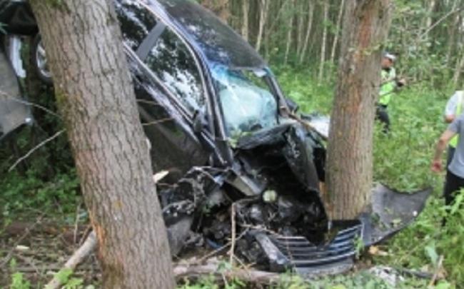 В Ярославской области водитель разбил Toyota Camry о дерево