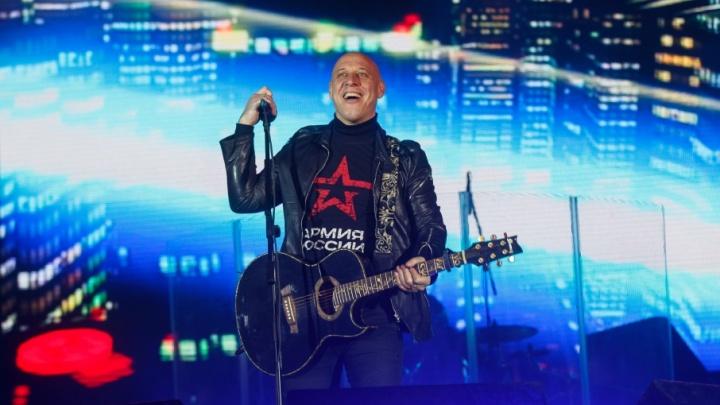 Мемориальный парк в Волгограде откроет певец Денис Майданов