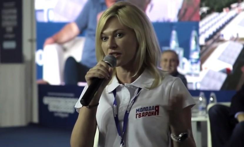 Екатерина Стенякина пристыдила девушку за дорогой телефон