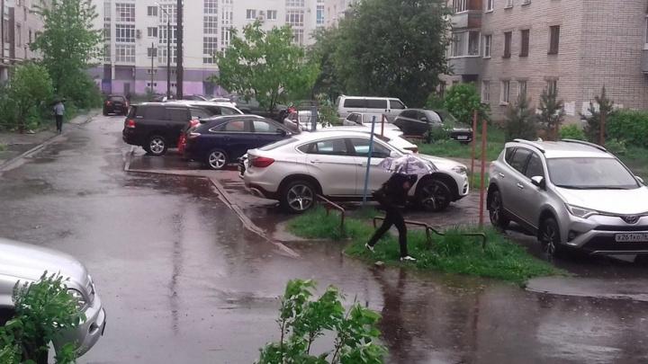 Ярославль подтопило после утреннего ливня: фоторепортаж