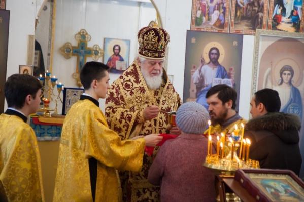 Глава епархии периодически проводит божественные литургии в храме