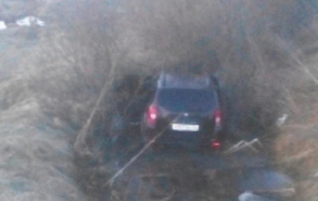 Под Ярославлем водитель улетел в болото