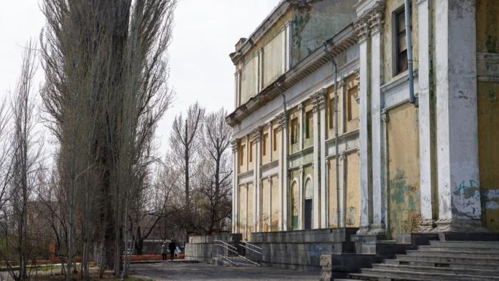 Резиновый батут в парке Гагарина в Волгограде превратился в пепелище