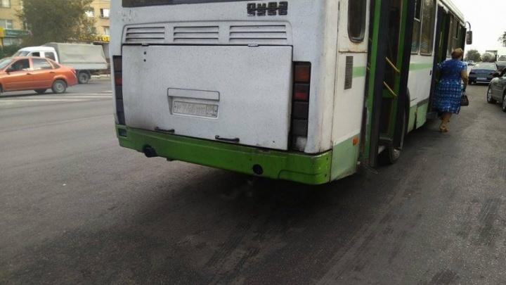 Жители Волгограда прокатились в дымящемся автобусе