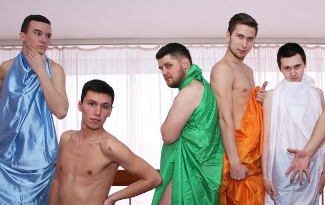 Студенты ПГНИУ сфотографировались в простынях, чтобы поддержать участниц конкурса «Мисс университет»