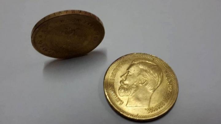 В Волгограде задержали торговца поддельными золотыми монетами
