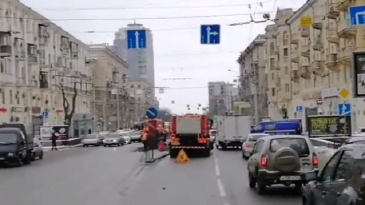 В центре Волгограда дорожники снесли запрещающий левые повороты островок