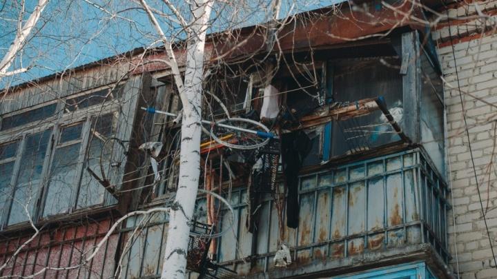 В Тюмени из горящей квартиры на Пражской спасли мужчину