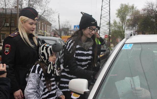 Подростки из ростовского реабилитационного центра приняли участие в акции «Внимание: дети»