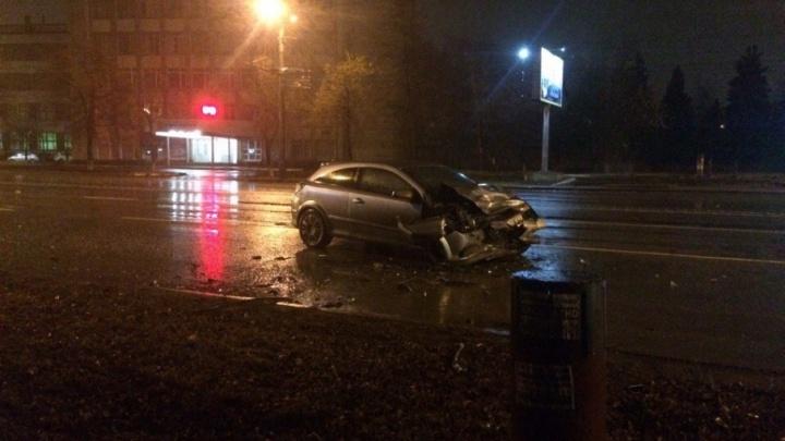 В ночном ДТП на Комсомольском проспекте пострадали три человека