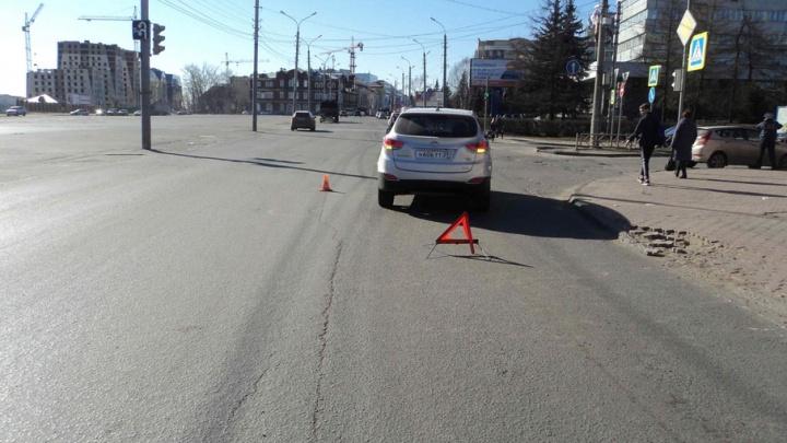 В Архангельске ребенок, перебегавший дорогу на красный, попал под колеса иномарки