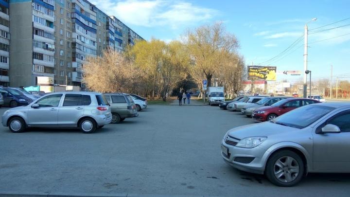 Конфликт на парковке: жители северо-запада Челябинска продолжают бой со стояночниками