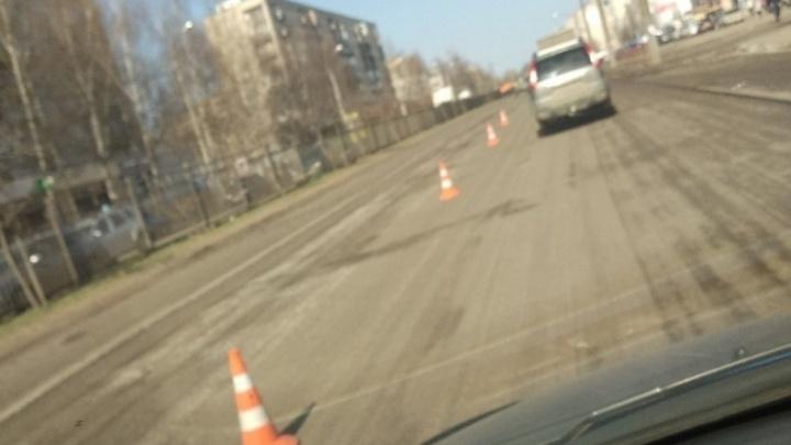 Дорогу на проспекте Машиностроителей начали ремонтировать