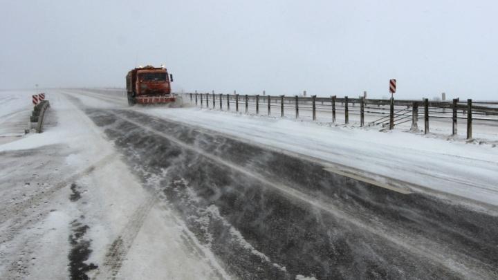 В Волгоградской области после ледяного дождя открыли основные трассы