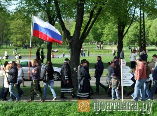 Полиция никак не реагировала на российский флаг
