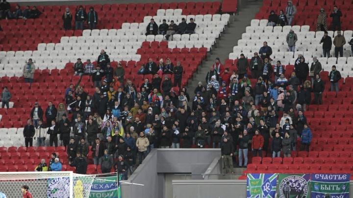 Курили и пили на стадионе: самарских болельщиков наказали за их поведение в Казани