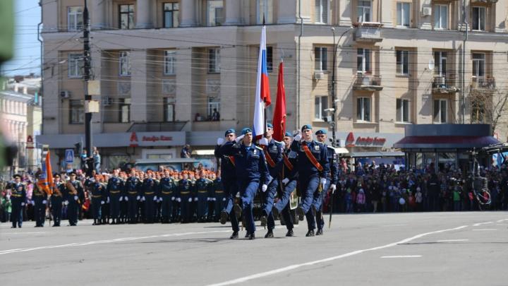 Две тысячи человек промаршировали 9 Мая по главной площади Челябинска