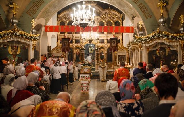Пасхальная ночь: фоторепортаж из Знаменского собора