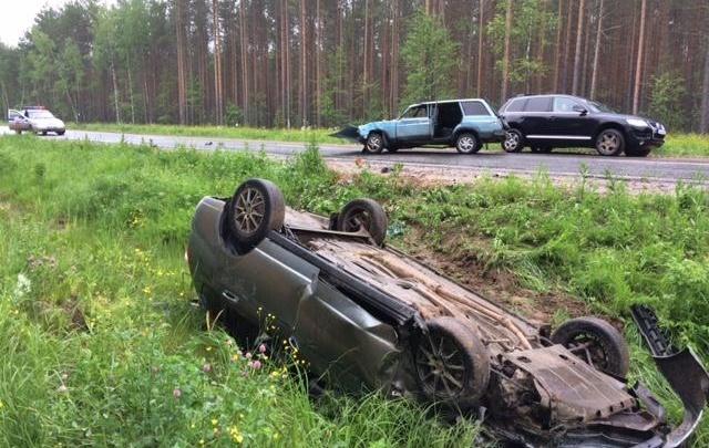 В Котласском районе водитель ВАЗа пошел на обгон и врезался в «Ладу»