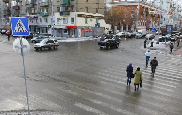 Челябинские пешеходы попали под автоудар