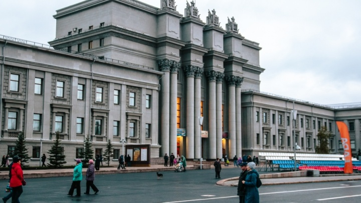 В День весны и труда по площади Куйбышева проедут ретроавтомобили