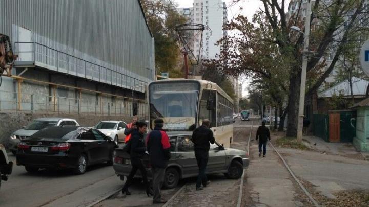 ДТП на улице Закруткина: трамвай столкнулся с «девяткой»