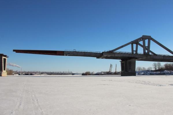 Сроки завершения строительства моста перенесли на 2019 год