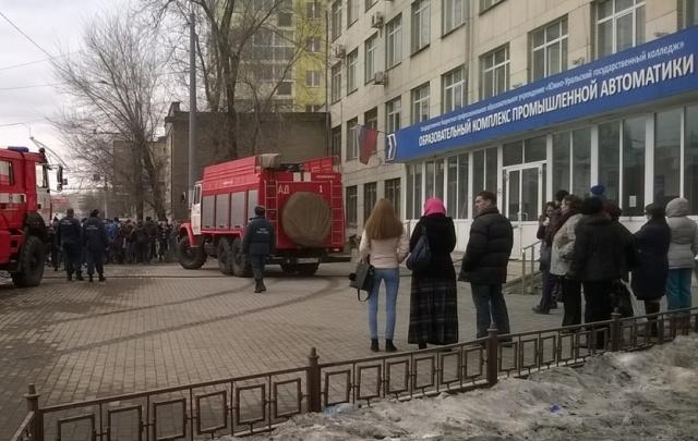 В Челябинске из-за пожара эвакуировали студентов колледжа