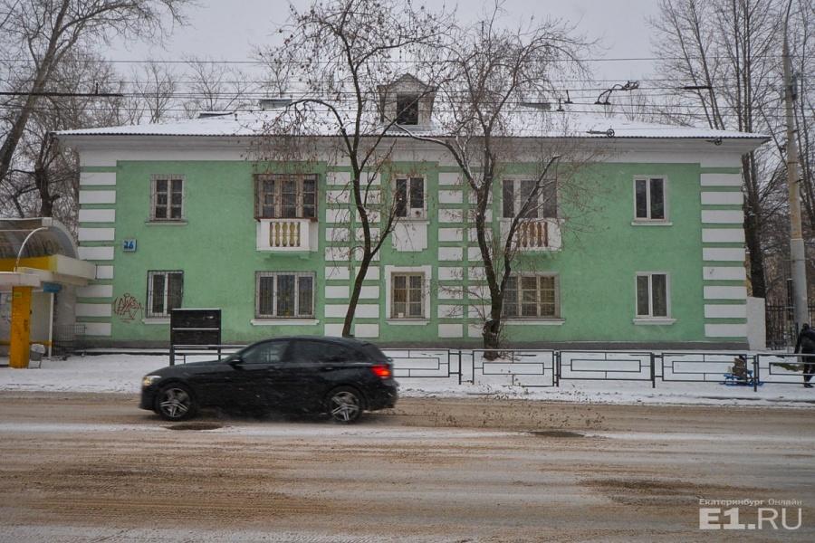 На другой стороне Краснофлотцев идёт квартал примерно из 20 домиков архитектора Полякова, их возводили после войны
