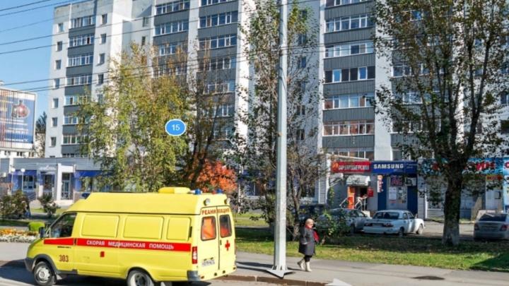 Из девятиэтажки на Червишевском тракте выпал мужчина